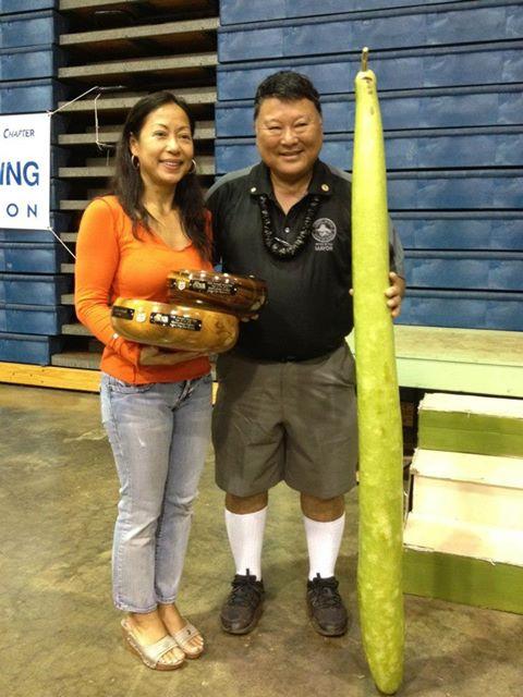 Jennifer and Mayor Alan Arakawa with the award-winning gourd