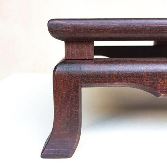 tavolino sa esposizione per bonsai