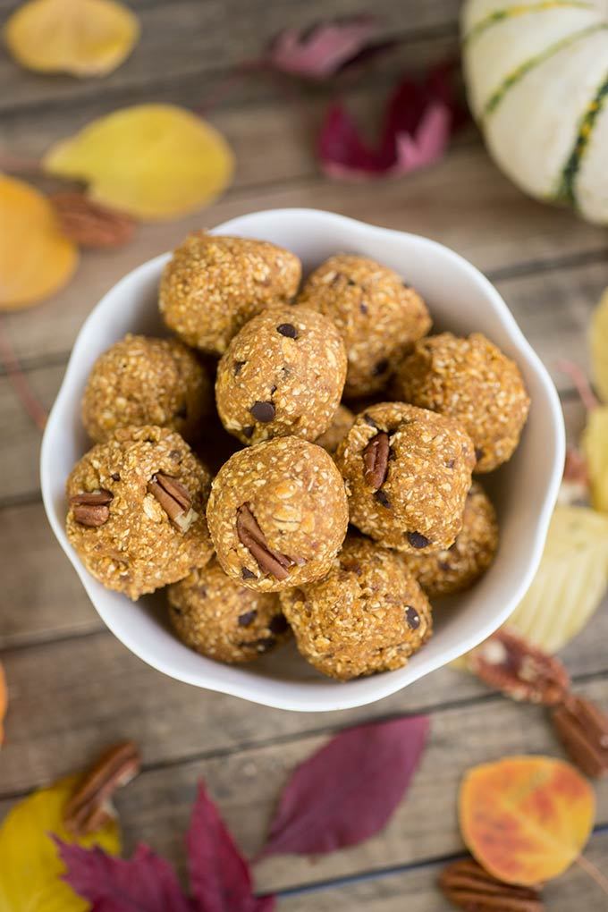 Fast and easy to make, pumpkin chocolate chip cookie dough bites are the perfect energy-packed snack filled with power foods like oats, protein and dates.