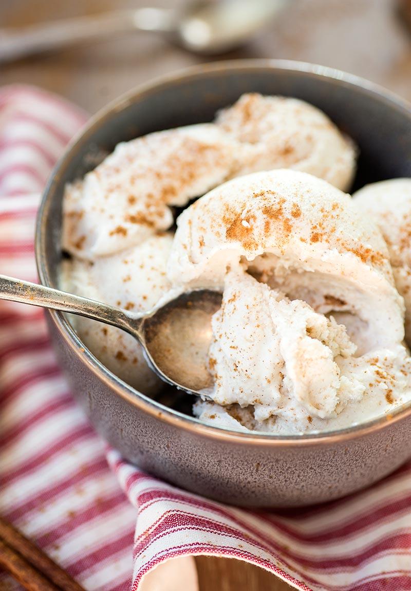 Cinnamon Ice Cream - smooth, creamy cinnamon ice cream made with a dash of pumpkin pie spice! A delicious homemade treat that will make everyone happy!