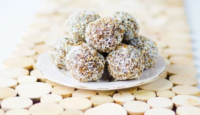 Avocado chocolate bliss balls