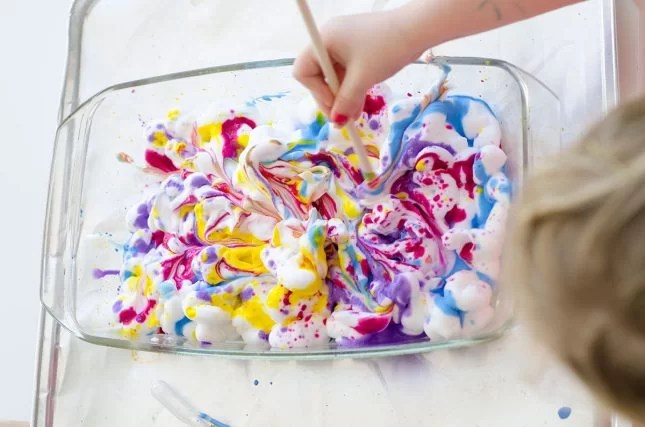 marbling-effect-with-shaving-cream