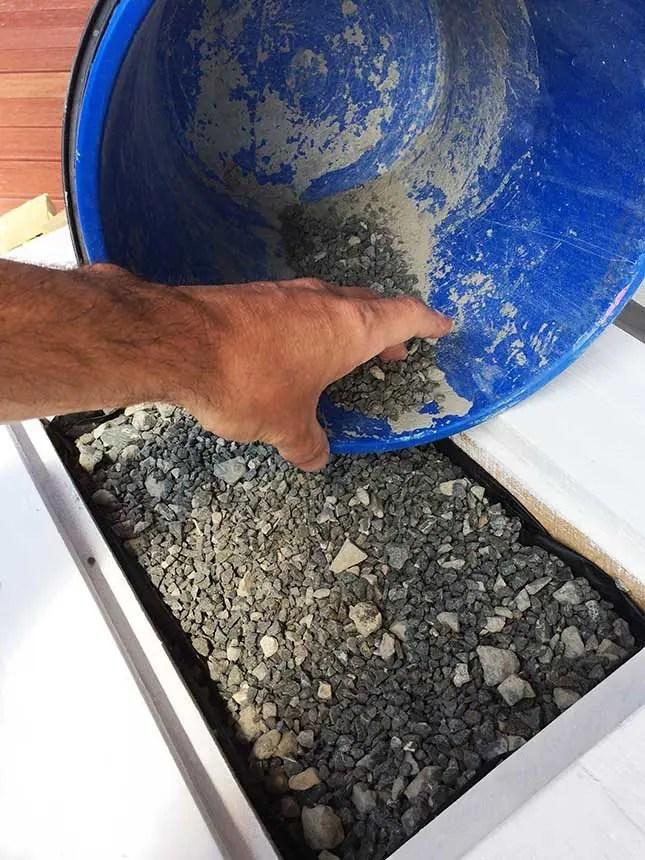DIY-Pallet-Coffee-Table-stones