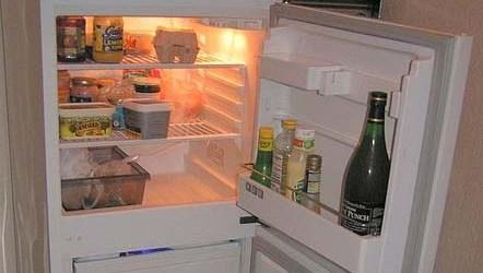 lukt i kjøleskap