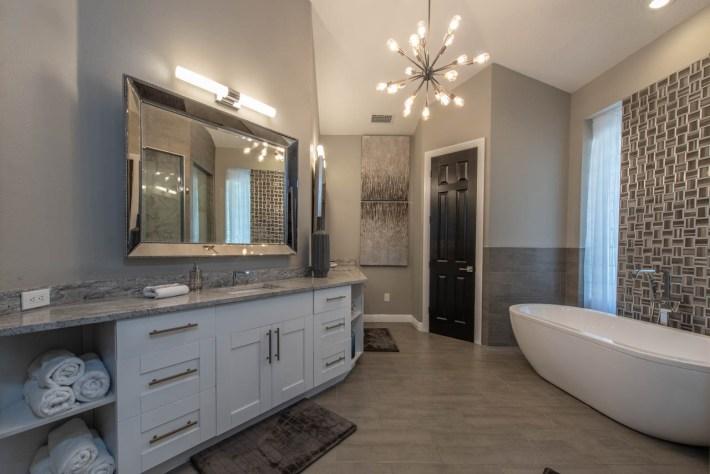 Transitional Bathroom Interior Decor