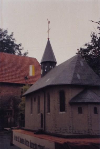 Alte Zeiten -Die alte Kirche als Modell - Bild2