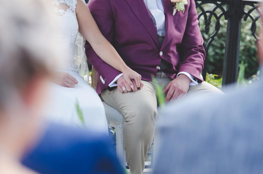 handen tijdens trouwceremonie