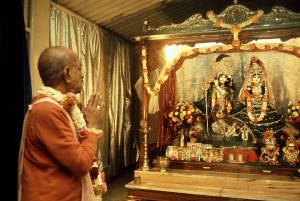 Srila-Prabhupada-Praying-to-Radha-Krishna-Deities