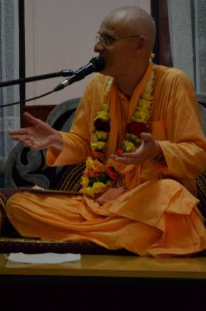 Lecturing on Sri Caitanya Candramrita