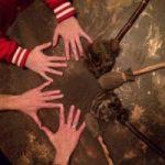 moederdrum bisonvel 2 paar handen 2 paar drumsticks
