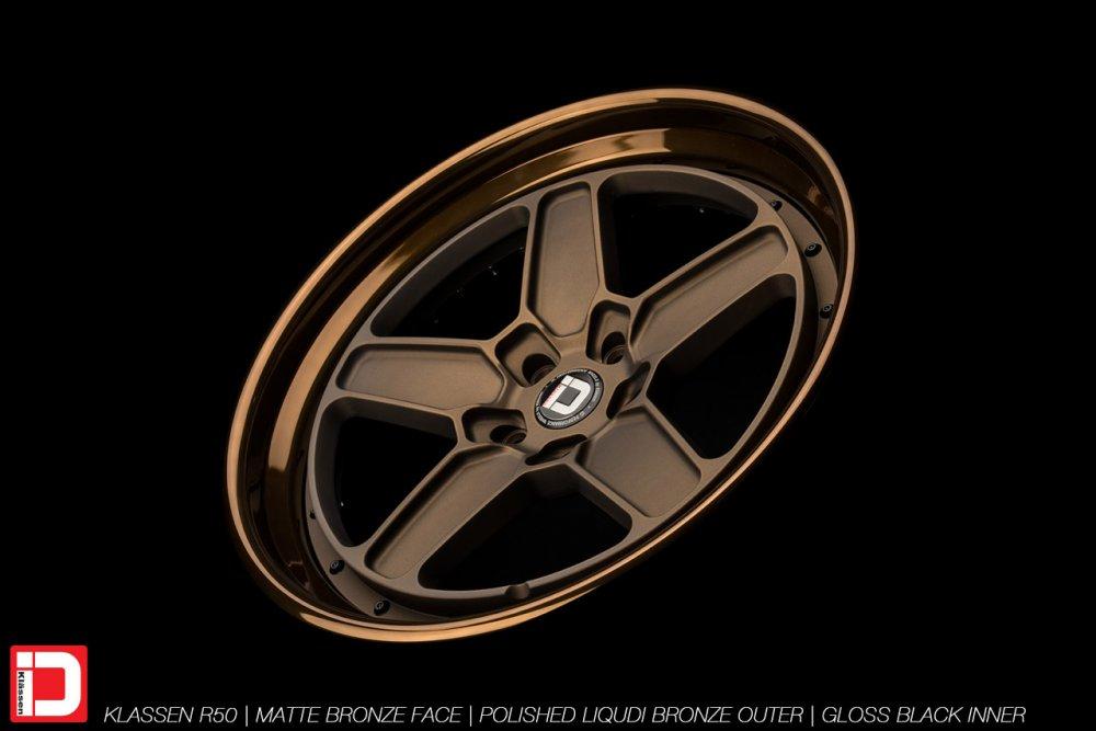 klassenid-wheels-r50-matte-bronze-face-polished-liquid-bronze-lip-gloss-black-hardware-14