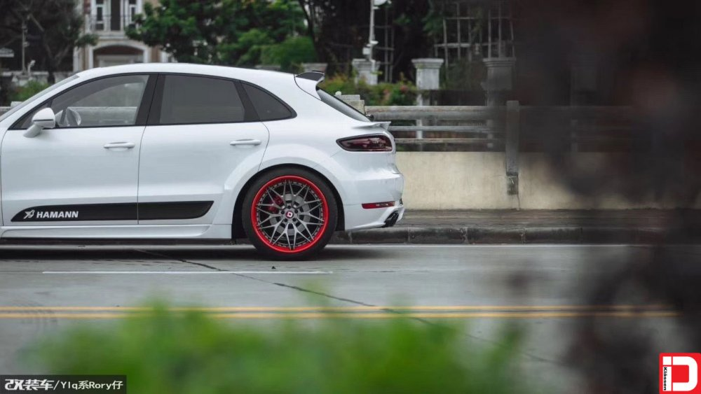 porsche-macan-klassen-cs10x-brushed-grigio-center-color-matched-red-outer-and-hardware-5