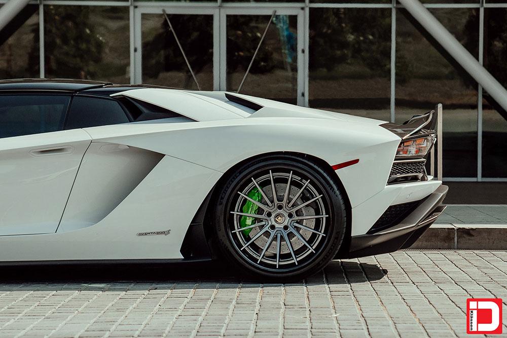 lamborghini-aventador-klassen-id-wheels-cs35s-gloss-kingsport-gray-black-lip-08