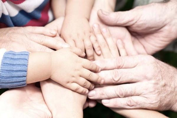 Family-holding-hands-together-600x400.jpg