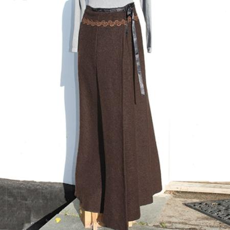 Lang nederdel i kraftig uld