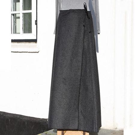 Lang grå nederdel i uld