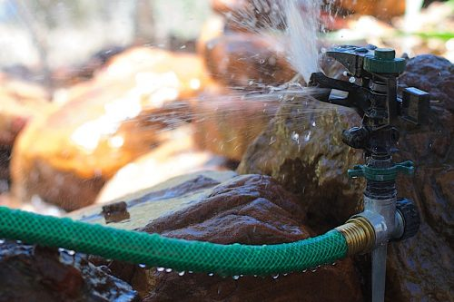 4 simple tips on how to savemoney on your monthly water bills