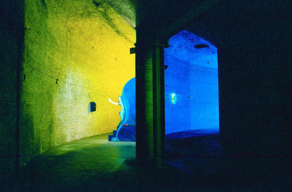 Klaus Killisch, Sphinx, 1998, oil on plywood, fluorescent tubes