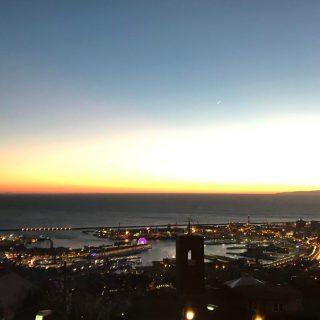 Porto di Genova visto dal Righi all'imbrunire