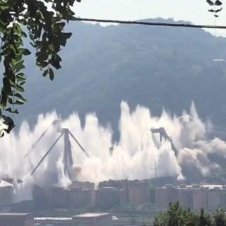 Screenshot distruzione ponte Morandi a Genova