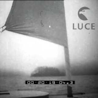 Una barca a vela con una sola vela... Istituto Luce