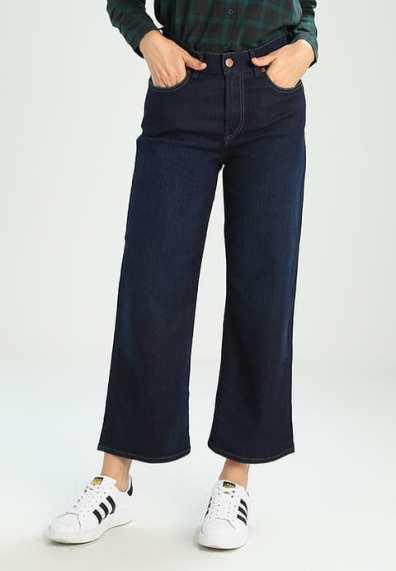 Hoe valt een flared jeans