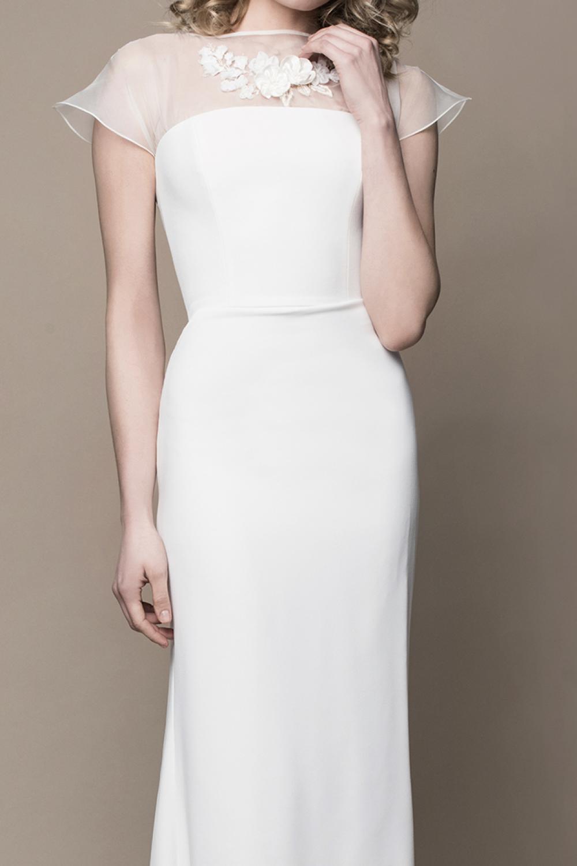 Schlichtes Boho Brautkleid aus Seide mit Schleppe  Kleiderfreuden