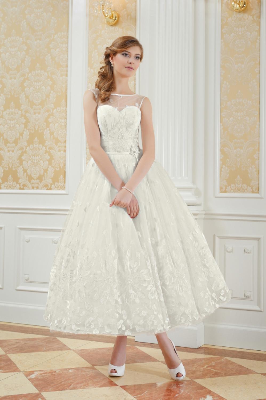 Romantisches wadenlanges Brautkleid aus Spitze  Kleiderfreuden