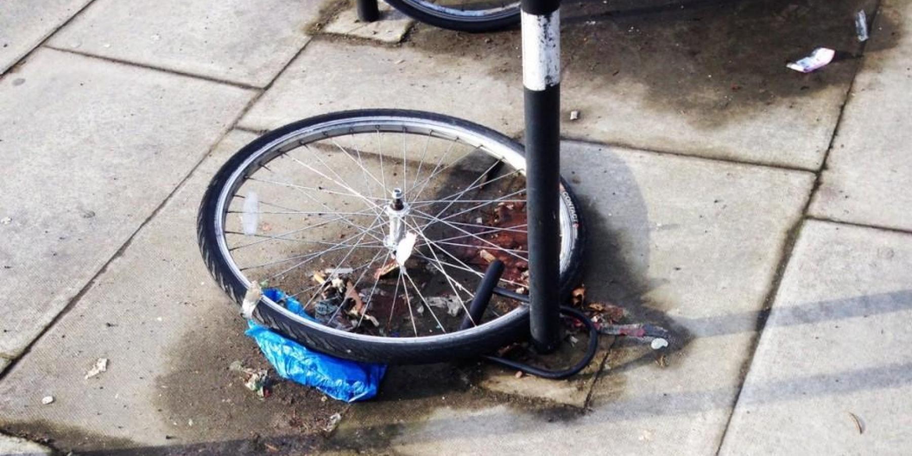 Fahrradfahrer mit gestohlener Leeze missachtet Verkehrsregel