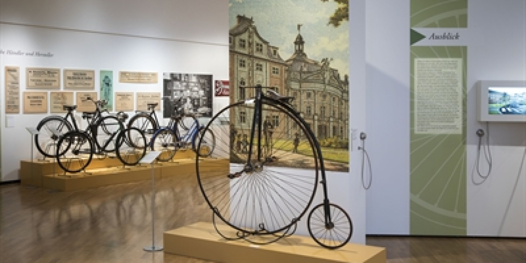 Stadtmuseum: Probefahrt mit historischen Rädern