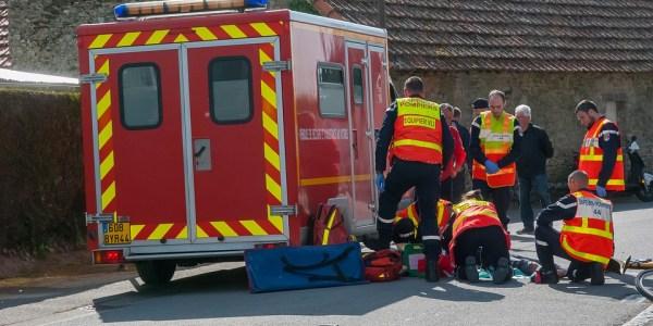 Unfallflucht an der Kanalstraße – 18-Jähriger verletzt – Ersthelferin gesucht