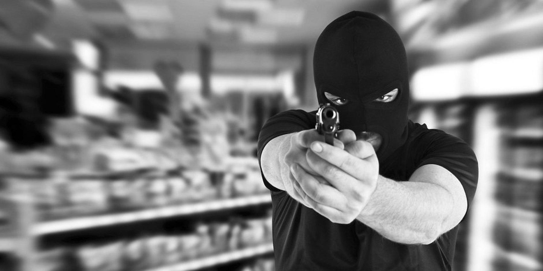 Drei maskierte Täter überfallen Pizzeria in Angelmodde