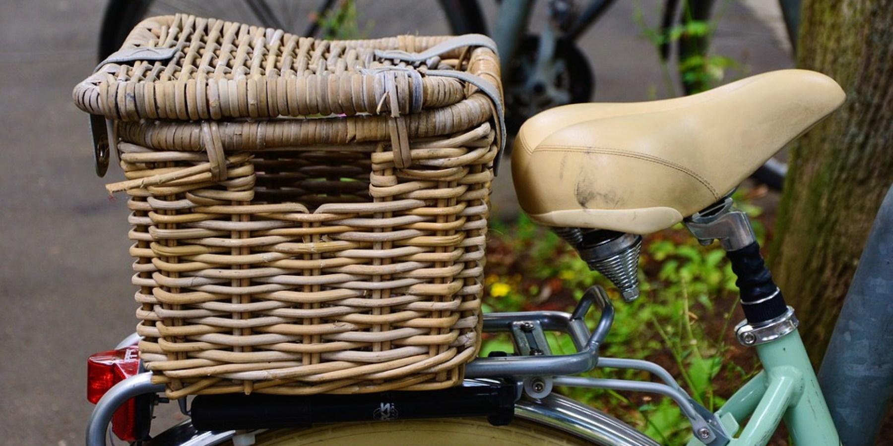 Während der Fahrt Handtaschen aus Fahrradkörben entwendet