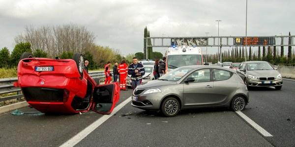 A 31 Auffahrunfall, Fahrer eingeklemmt und schwer verletzt