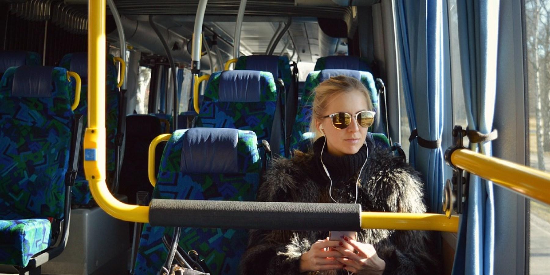 Frau im Bus eingeschlafen – Handy gestohlen