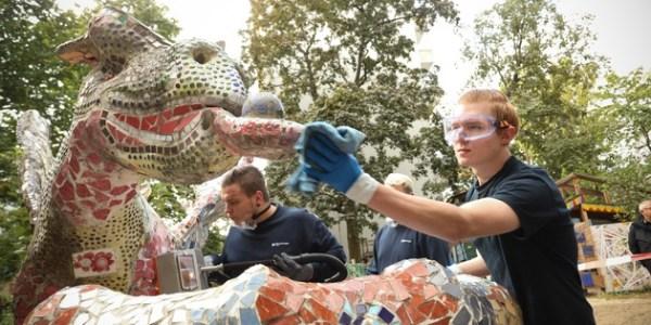 Reinigungsfachmesse CMS Berlin bringt Drachen und Kinderaugen zum Glänzen