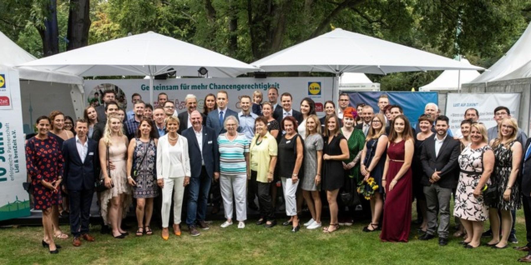 Bürgerfest im Schloss Bellevue: Bundespräsident würdigt Ehrenamtliche