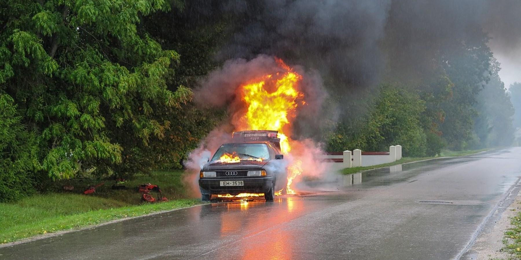 Unfall auf der Autobahn – Fahrzeug ausgebrannt