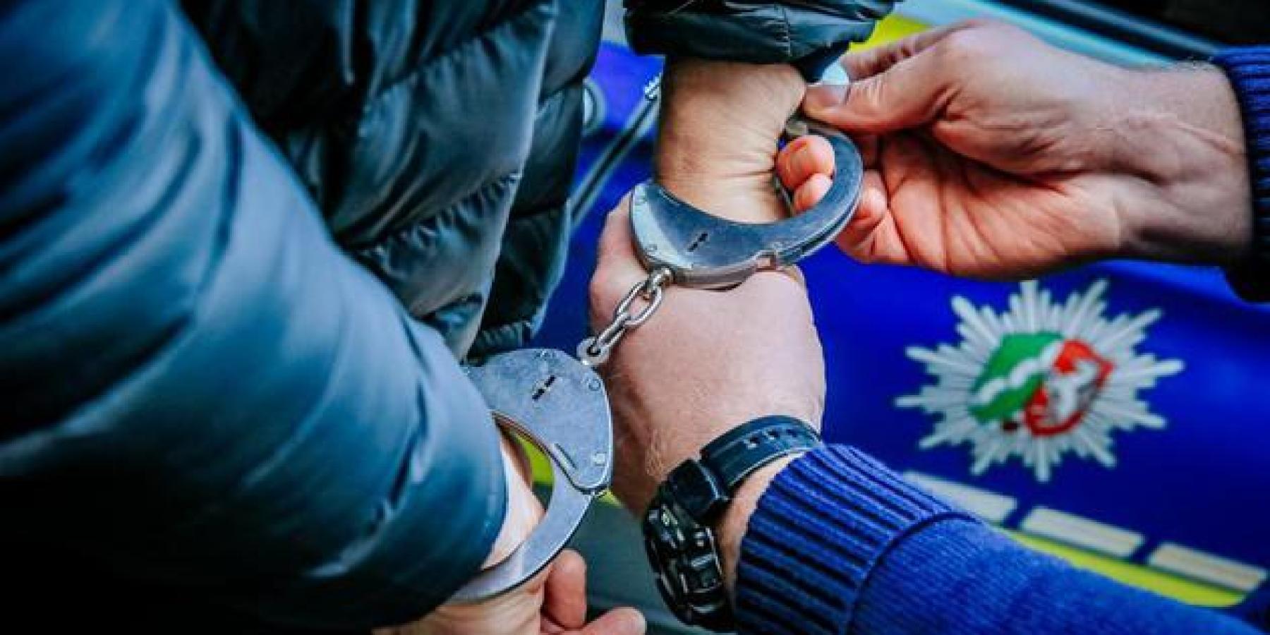 Festnahme von zwei Männern bei allgemeiner Verkehrskontrolle