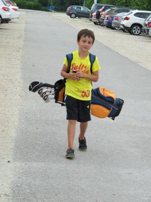 Auf zur Driving Range. Super stolzer Räuber mit seinem neuen SPEQ Golfbag