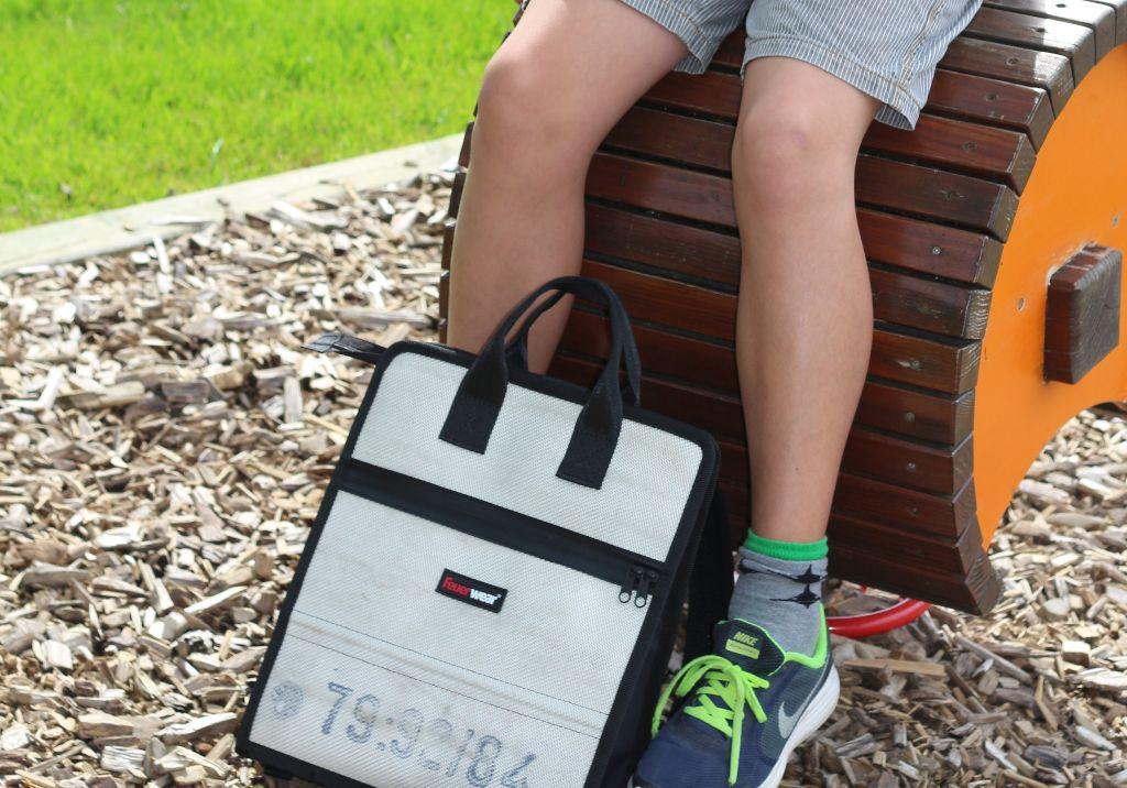 Feuerwear Tasche auf Spielplatz