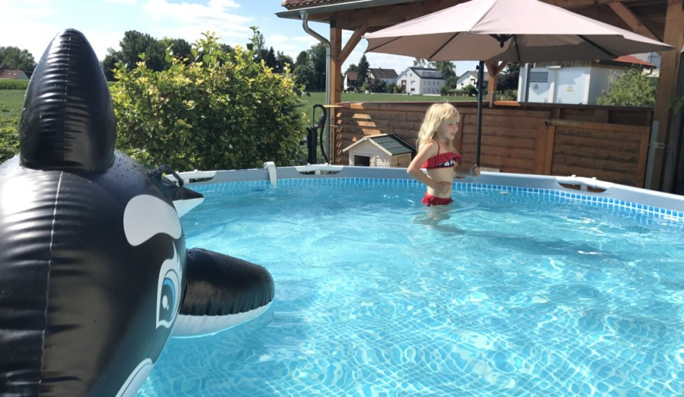 Abkühlung im eigenen Schwimmbad