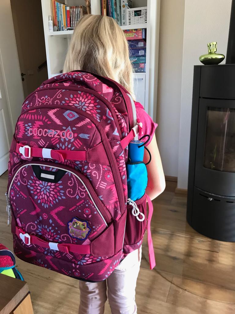 Mädchen mit Schulrucksack