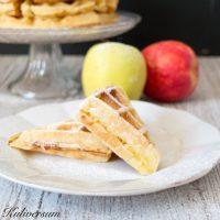 Waffeln mit Äpfel, Zimt und Vanille