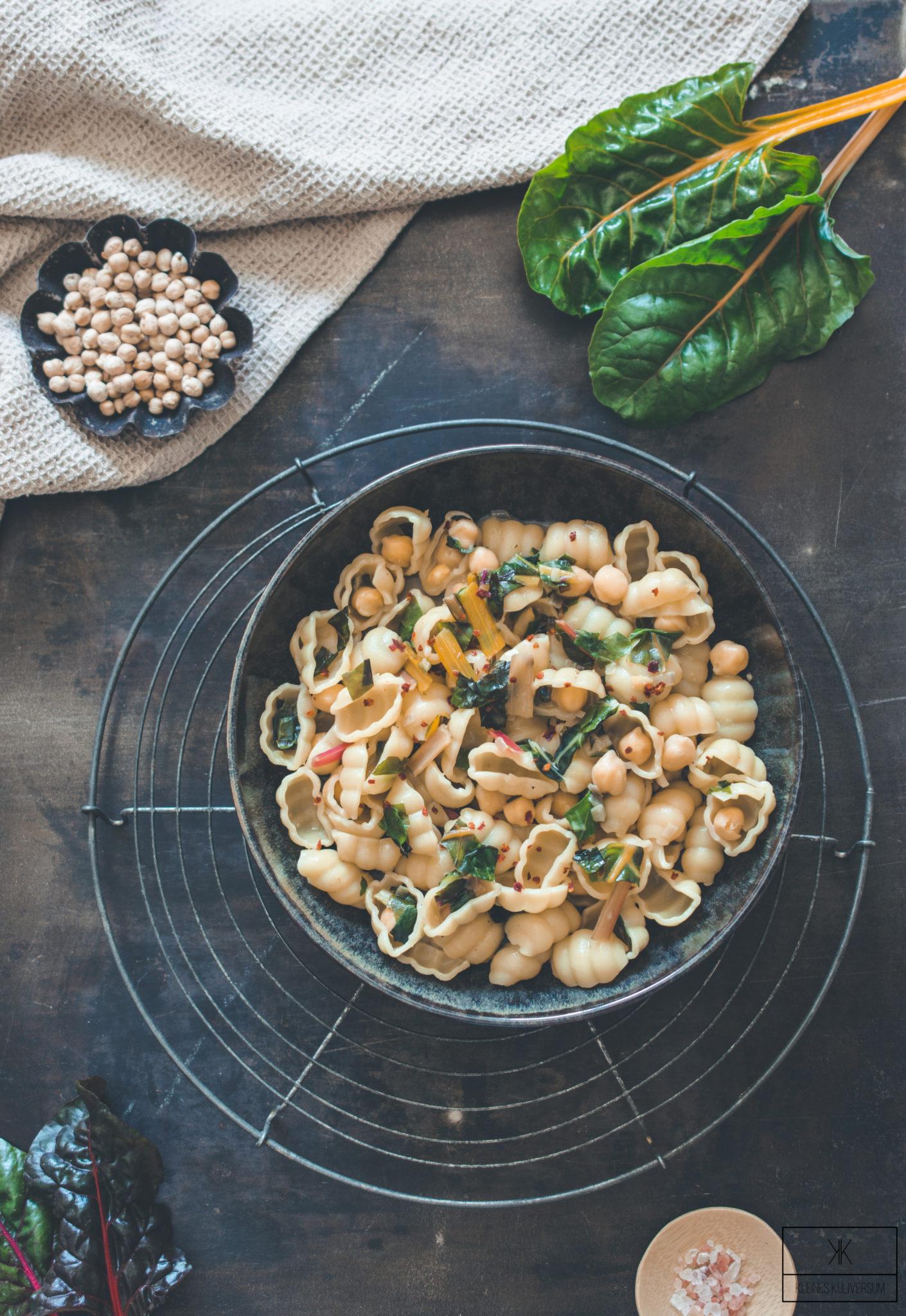 Pasta mit Mangold und Kichererbsen - Kleines Kuliversum