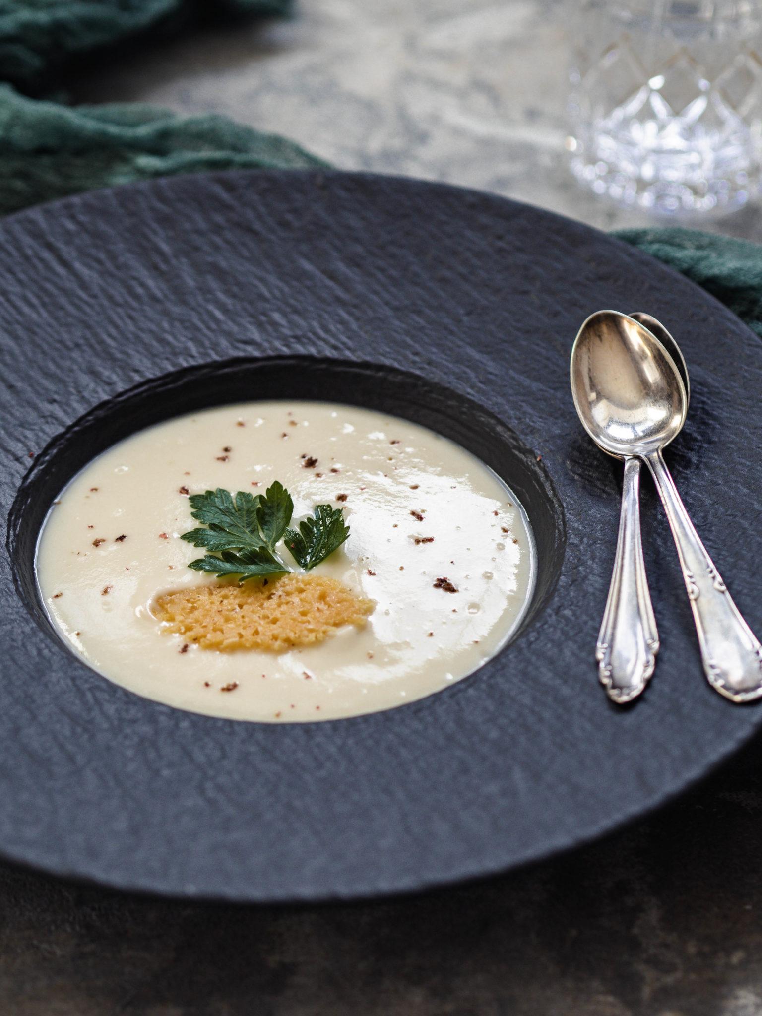 Sellerie Apfel Suppe mit Parmesan | Weihnachtsmenü 2020 - Kleines Kuliversum