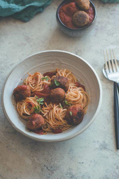 Spaghetti mit Tofu Bällchen und Tomatensosse