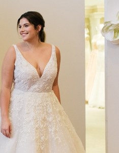 Plus size bride also kleinfeld bridal the largest selection of wedding dresses in rh kleinfeldbridal