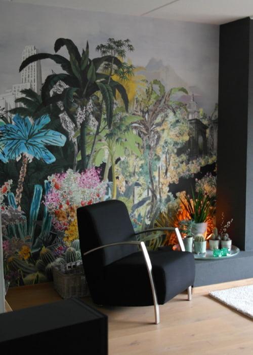 Exotisch behangpaneel in woonkamer  Kleur op Kleur Interieur