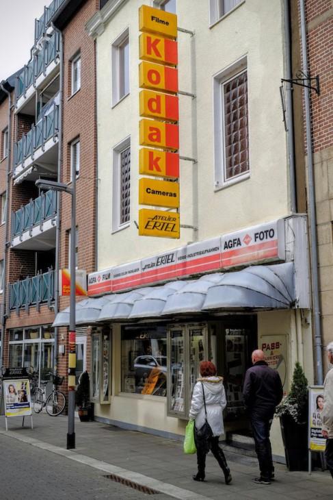 Seit 2012 verkauft Kodak keine Kameras mehr, seit 2013 keine Filme – außer im Foto-Atelier Ertel in Emmerich, das…